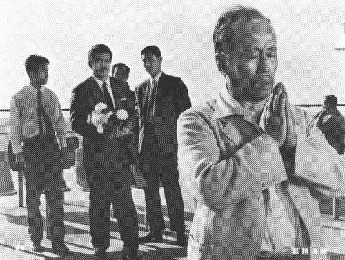 Kigakaikyo_1965_prayer_640w481h