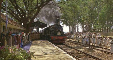 Trains_apassagetoindia